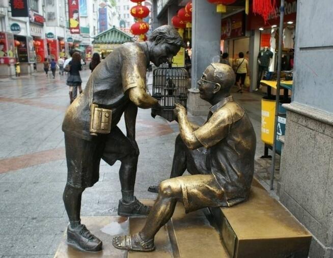 商业街人物雕塑