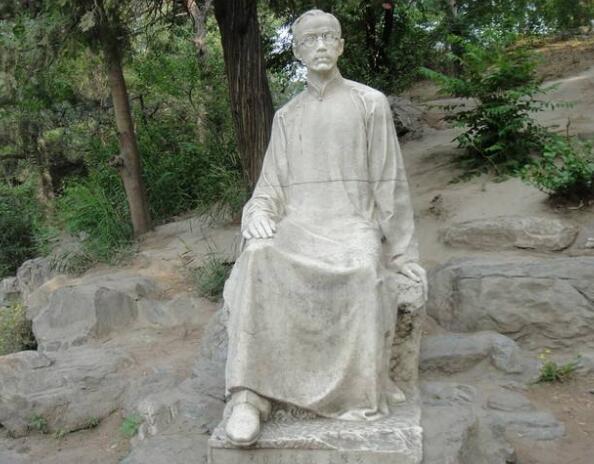 朱自清铜雕塑