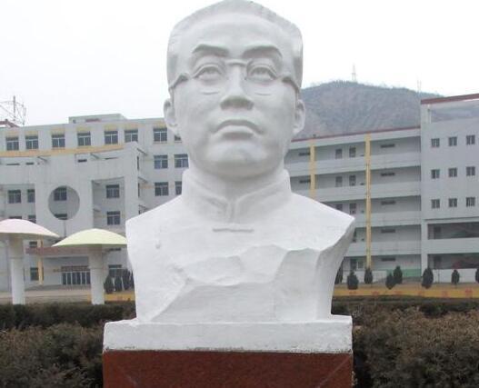 陶行知铜雕像