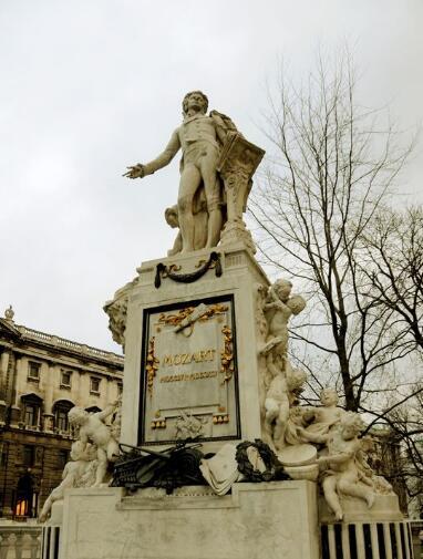 莫扎特铜雕塑