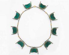晶莹剔透:珠宝师被玻璃催眠