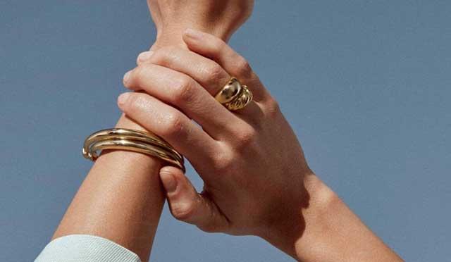 客户可从Komara Jewelers的降雪促销中获得免费珠宝