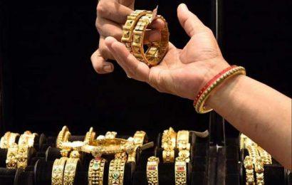 珠宝店开业,看到推迟的婚礼开始,需求复苏