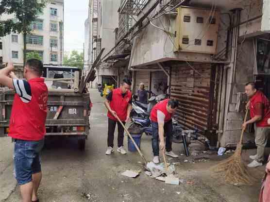 锦江镇:整治楼道卫生 拒绝反弹