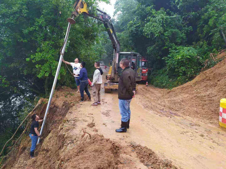 新界埠镇:全力抢修塌方路段
