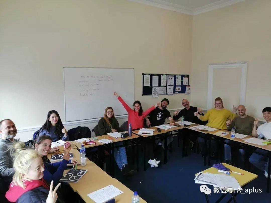 爱尔兰语言学校的同学,传来了他们万圣节的照片-爱尔兰留学
