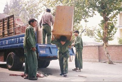大件家具搬运现场