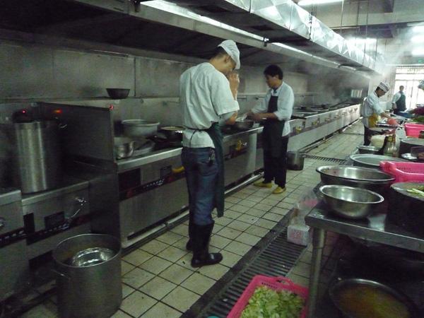 東莞高偉光電員工廚房