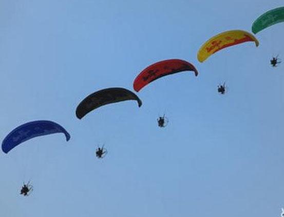 动力伞广告飞行