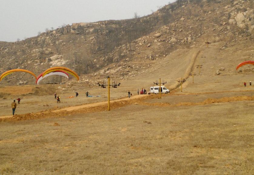 滕州莲青山滑翔伞基地飞行风采