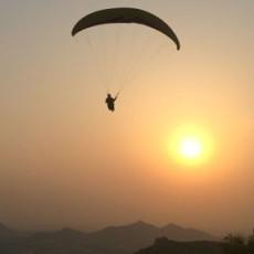 飞滑翔伞需要注意什么–山地气候