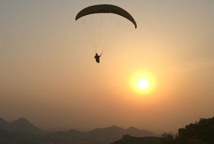 飞滑翔伞需要注意什么-山地气候