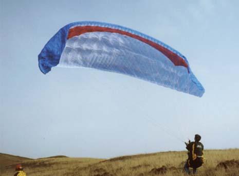 地面控伞练习时轻度单边折翼