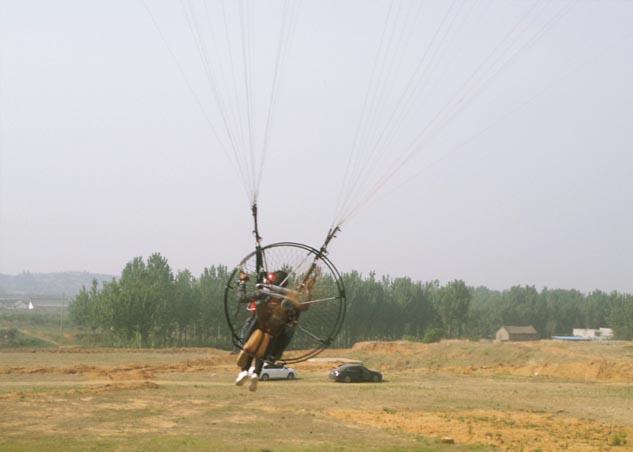 双人动力伞带飞起飞了
