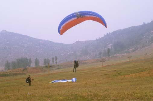 滑翔伞的夏天
