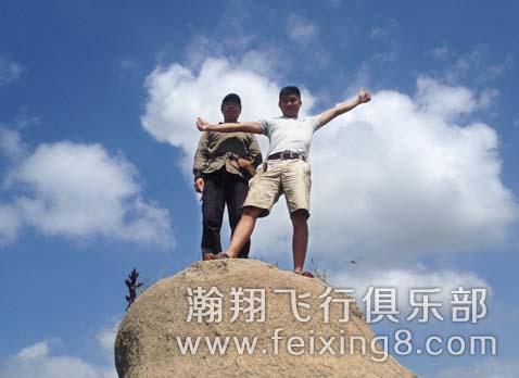 青岛滑翔伞友老孟合影
