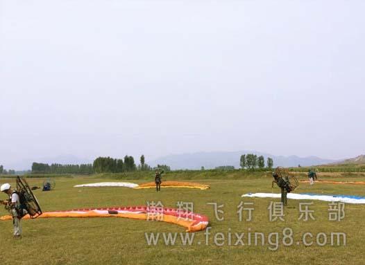瀚翔动力伞飞行表演队起飞练习