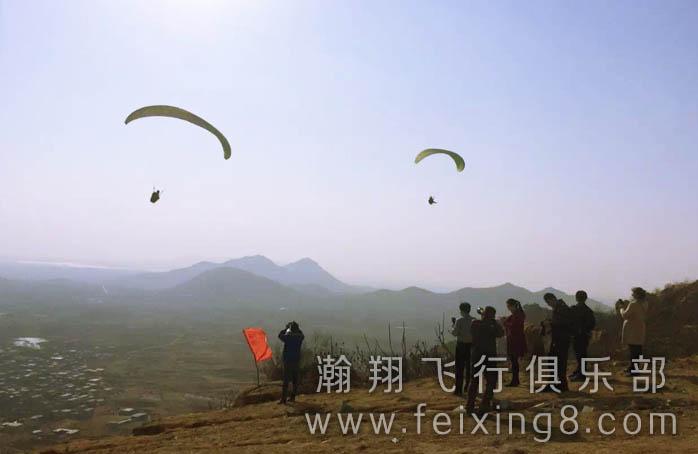 无动力滑翔伞受到大众的欢迎