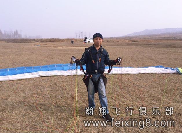 淄博滑翔伞学员老周地面练伞