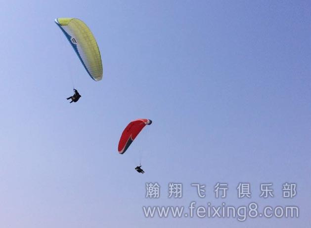 淄博滑翔伞学员老周成功放飞