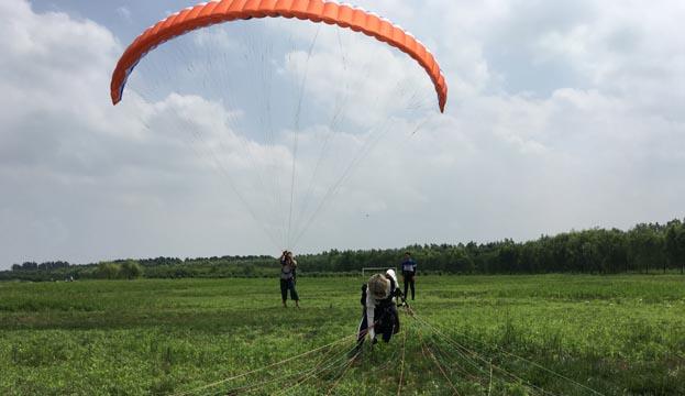滕州莲青山滑翔伞培训进行时