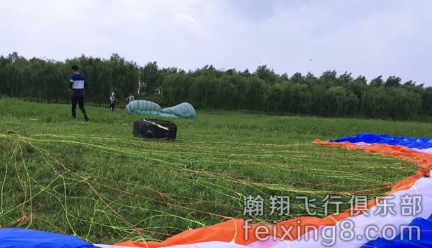 努力学习中的浙江滑翔伞学员