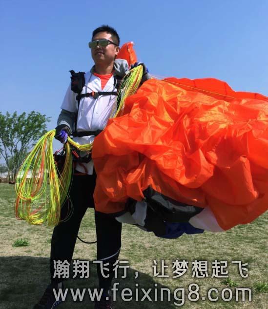 学习高空飞伞的韩哥