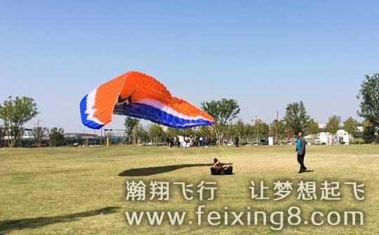 济宁曲阜滑翔伞老何正在练习中