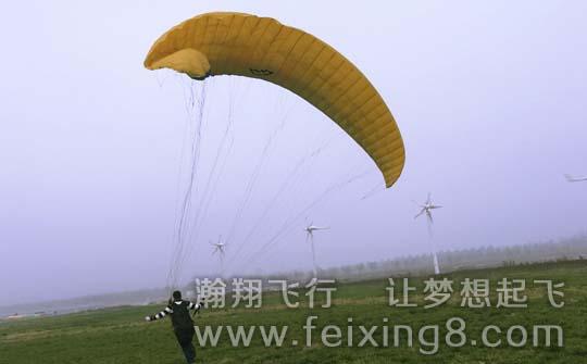 滑翔伞可以自己玩吗,不行