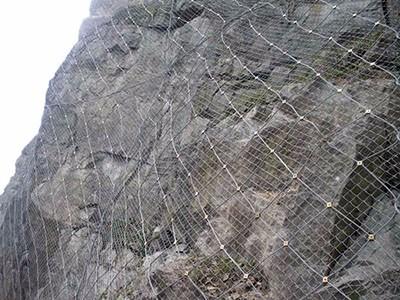 山体边坡防护网施工