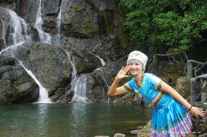 美女秀美景中国旅游小姐走进南山风景名胜区