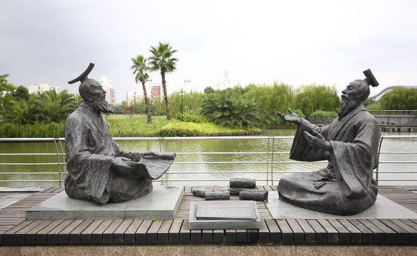 河边人物铜雕