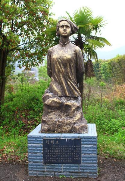 名族英雄刘胡兰雕塑