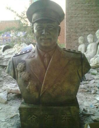 徐海东铜像