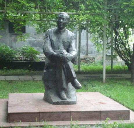 郭沫若铜雕塑