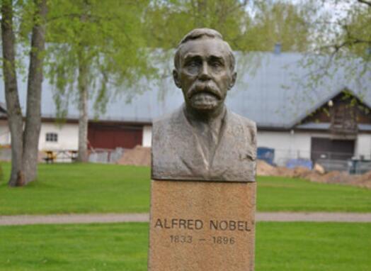 诺贝尔雕塑