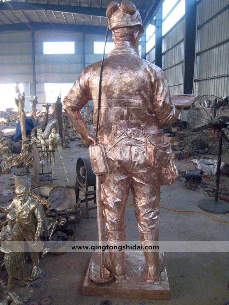 矿工人物铜雕