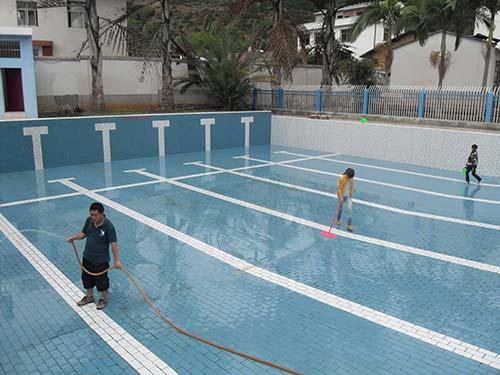游泳池清洗