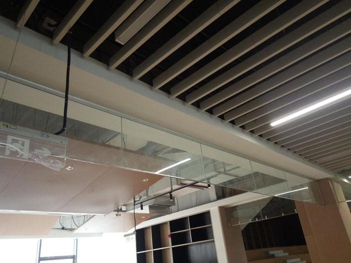 夹丝防火玻璃挡烟垂壁特征