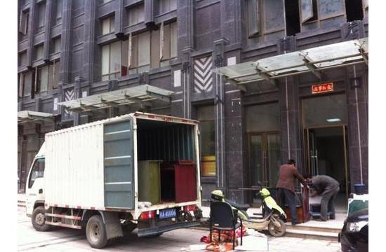 涪城区青义镇龙溪村附近搬家小货车