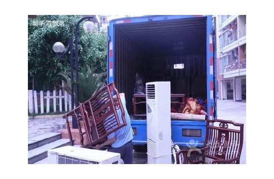 涪城区长虹大道北段附近搬家小货车