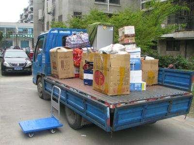 涪城区南山中学旁附近搬家小货车