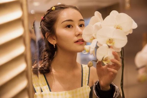 帝娜受邀中国国际时装周红毯,完美诠释灵气少女力