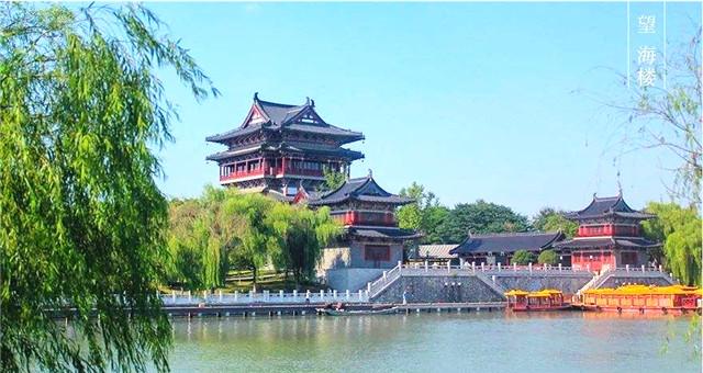 筒瓦铺盖的江苏泰州望海楼