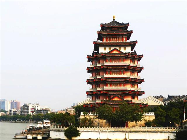 筒瓦铺盖的广东惠州合江楼